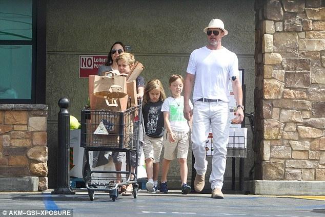 Angelina Jolie va Brad Pitt ben nhau giua tin don ly hon hinh anh 6