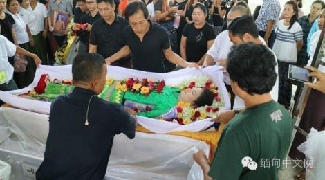 Le tang day nuoc mat cua thi sinh Hoa hau Myanmar vua dot tu hinh anh