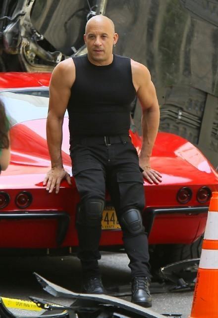 'Fast & Furious 8' cong khai hau truong tai nan sieu xe hinh anh 2