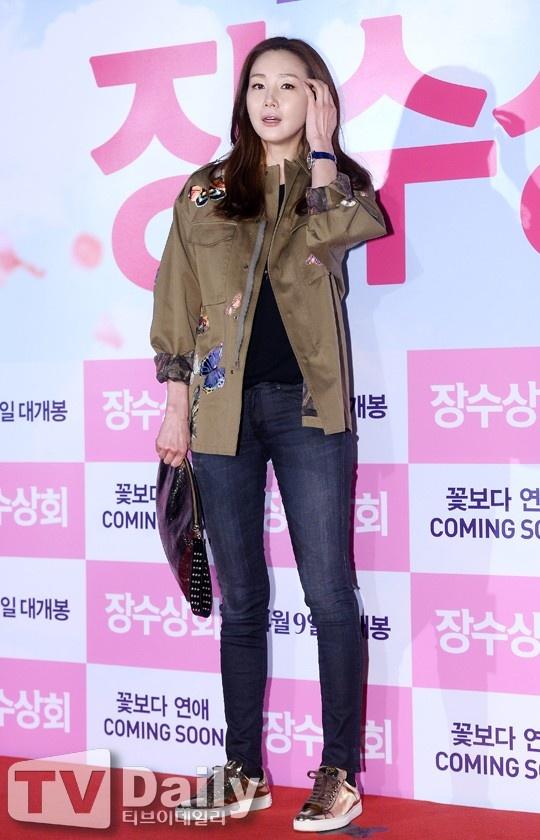 Thoi trang gian di giup Choi Ji Woo tre trung o tuoi 41 hinh anh 5