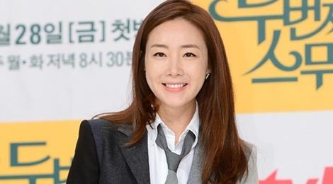 Thoi trang gian di giup Choi Ji Woo tre trung o tuoi 41 hinh anh