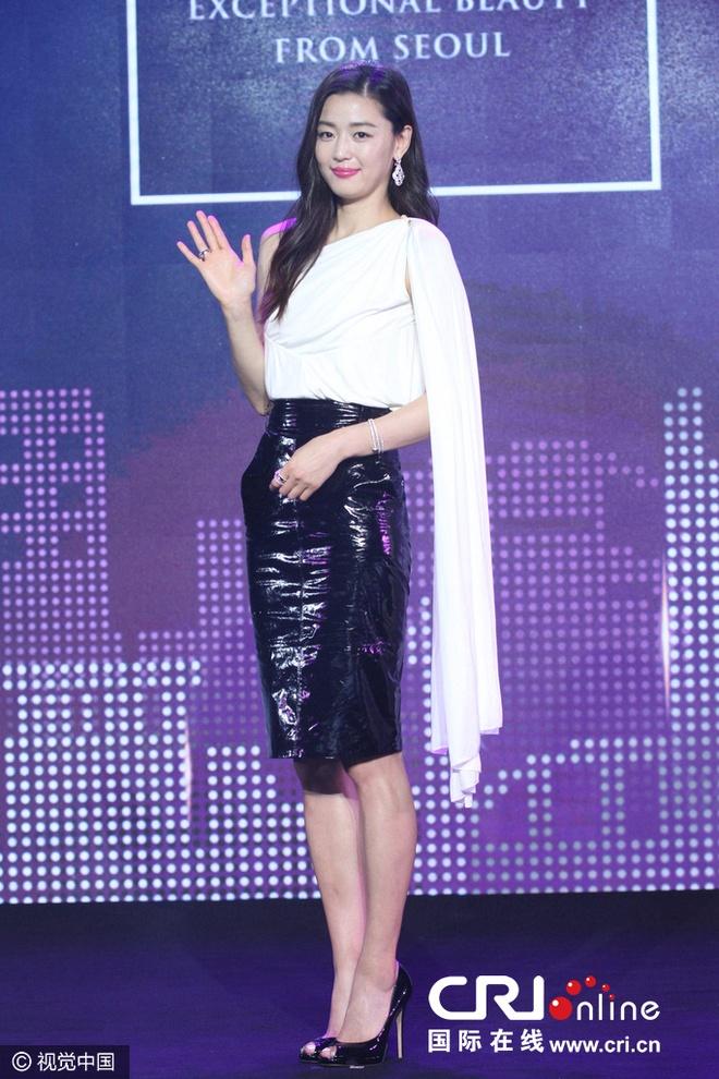 Jeon Ji Hyun thon tha sau sinh nho no luc giam can hinh anh 1