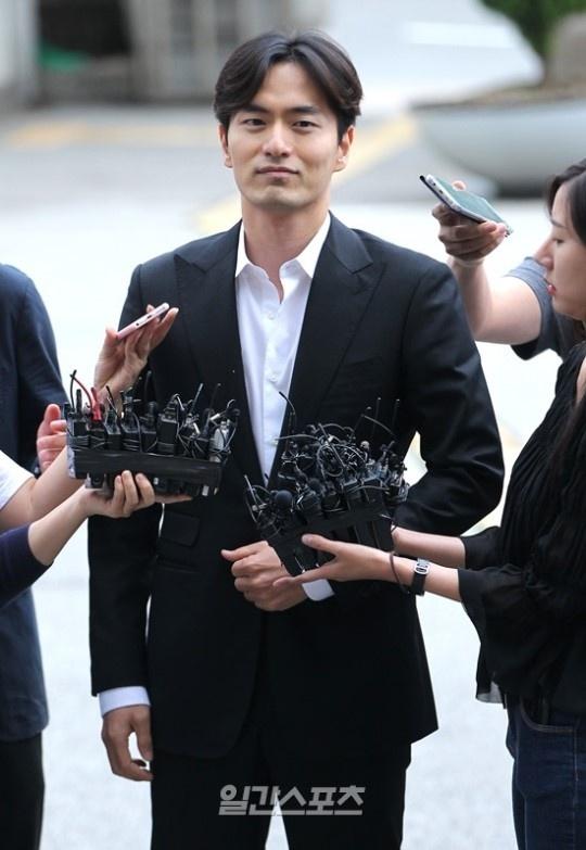 Tinh cu Choi Ji Woo lien tuc bi tham tra vi nghi an hiep dam hinh anh 1