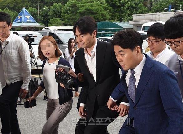 Tinh cu Choi Ji Woo lien tuc bi tham tra vi nghi an hiep dam hinh anh 3
