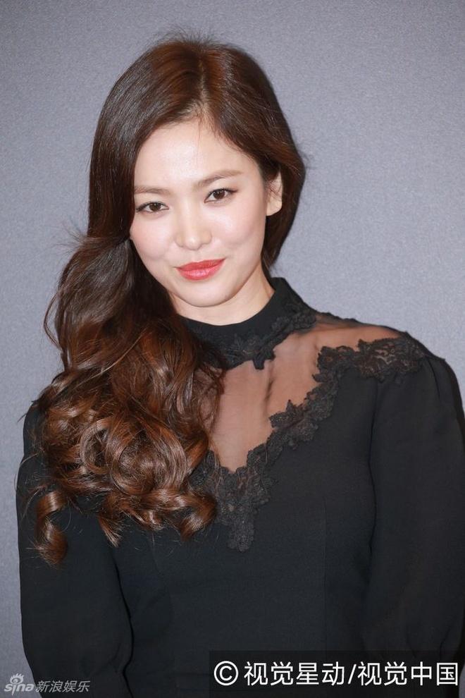Song Hye Kyo gia di vi chon sai vay hinh anh 2