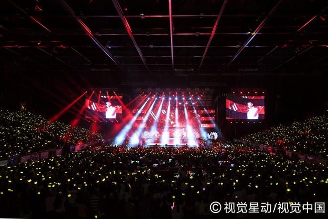 Sao Hong Kong cung cuong voi live show cua Big Bang hinh anh 5