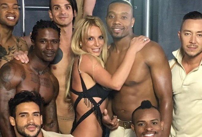 MV moi cua Britney Spears: Ngap canh 17+ la chua du! hinh anh 2
