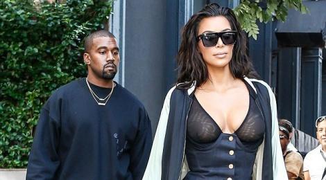 Kim Kardashian dao pho voi trang phuc 'tham hoa' hinh anh