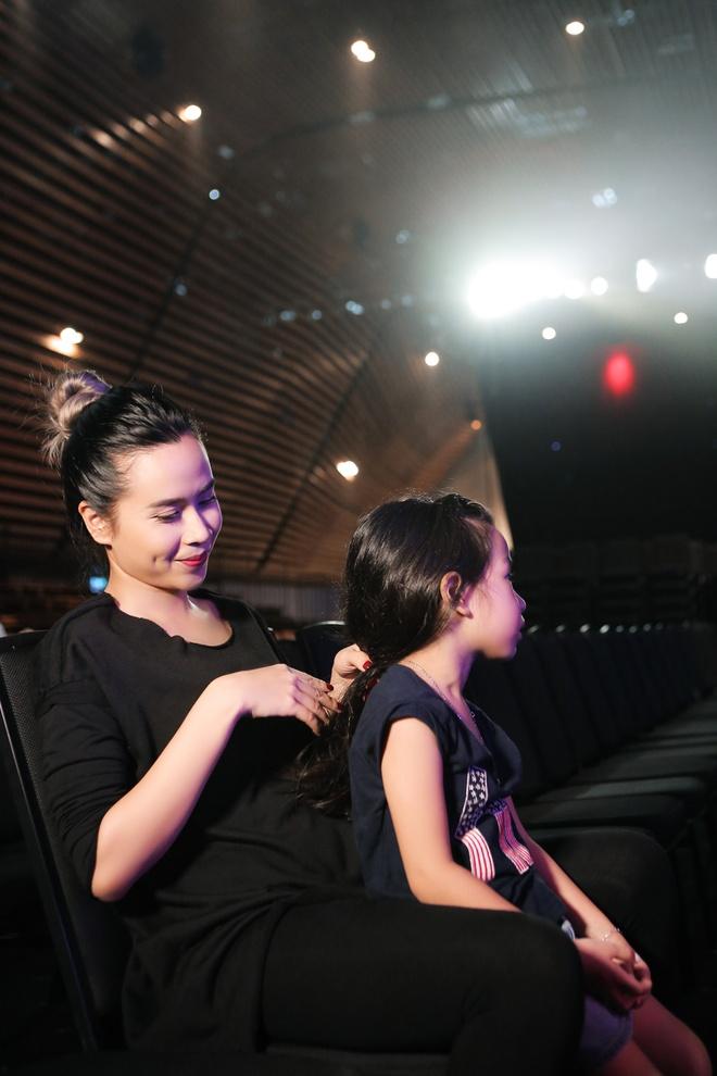 Luu Huong Giang dua con gai den tong duyet The Face hinh anh 2