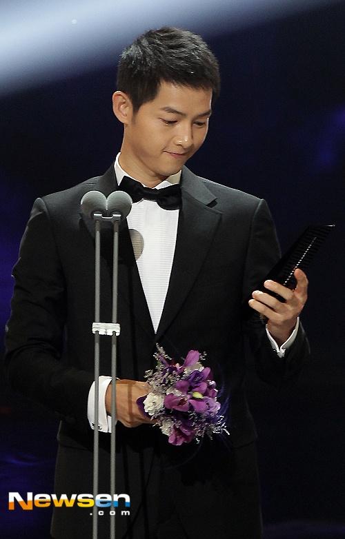 Nha Phuong nhan giai cung Song Joong Ki va tai tu 'Diep Van' hinh anh 5