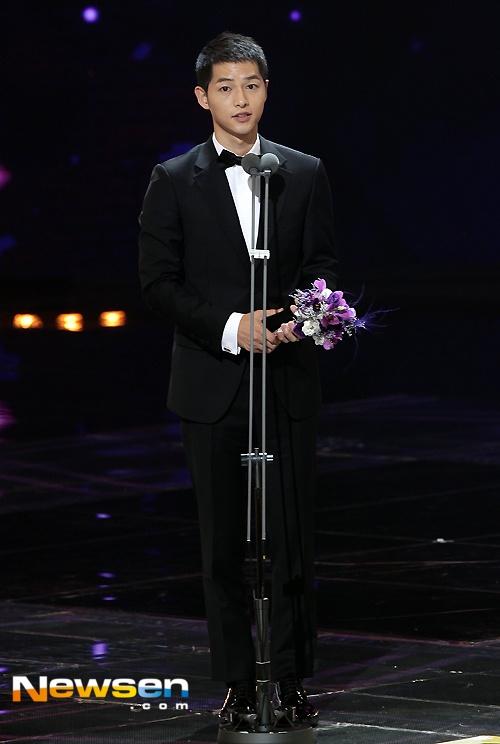 Nha Phuong nhan giai cung Song Joong Ki va tai tu 'Diep Van' hinh anh 6