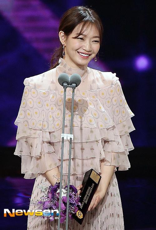 Nha Phuong nhan giai cung Song Joong Ki va tai tu 'Diep Van' hinh anh 7