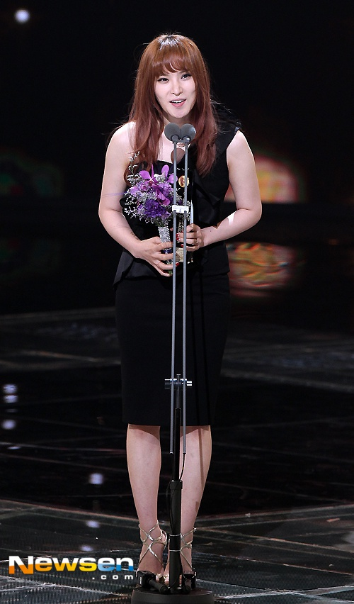 Nha Phuong nhan giai cung Song Joong Ki va tai tu 'Diep Van' hinh anh 8