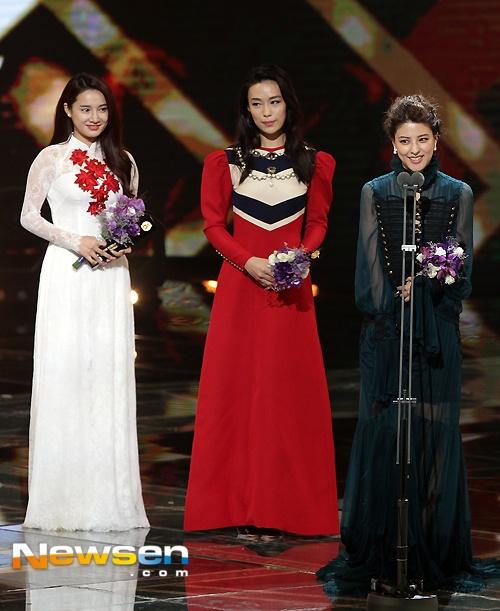 Nha Phuong nhan giai cung Song Joong Ki va tai tu 'Diep Van' hinh anh 2