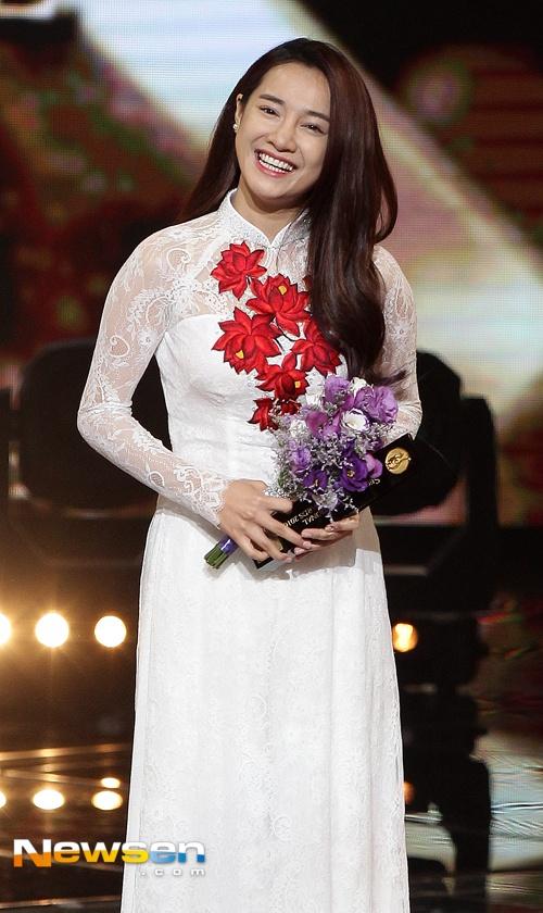Nha Phuong nhan giai cung Song Joong Ki va tai tu 'Diep Van' hinh anh 3