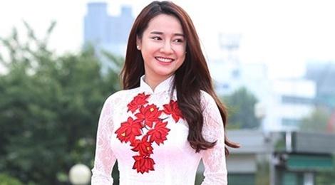 Nha Phuong duyen dang voi ao dai nhan giai thuong o Han Quoc hinh anh