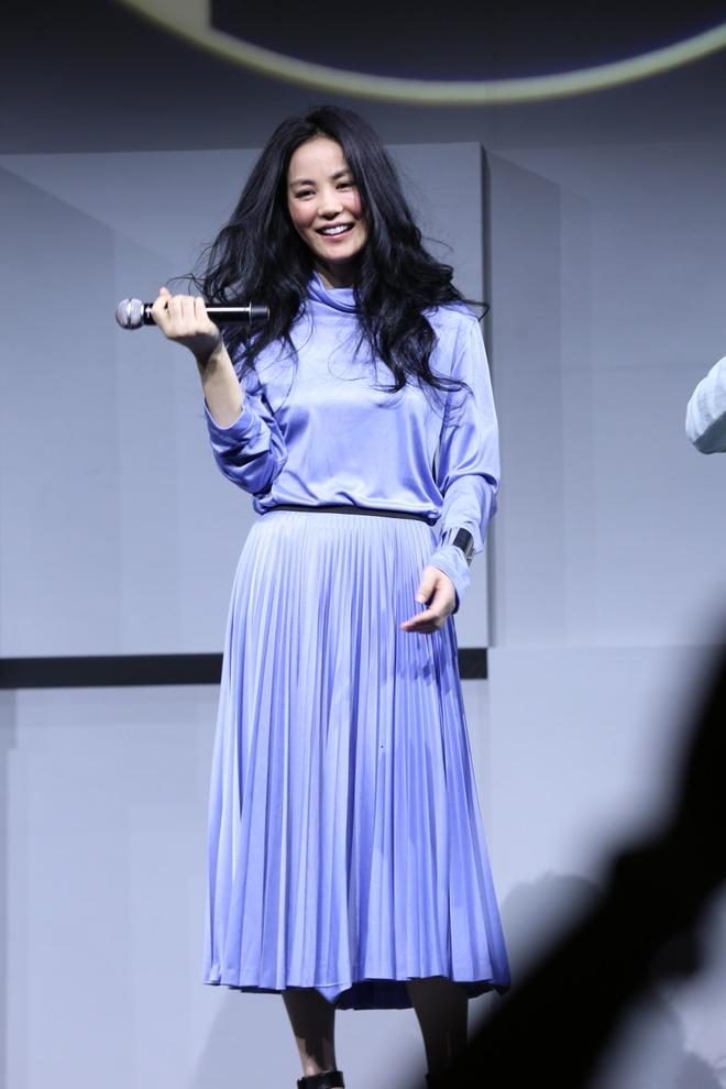 Vuong Phi ban ve dat hon iPhone 7 anh 2