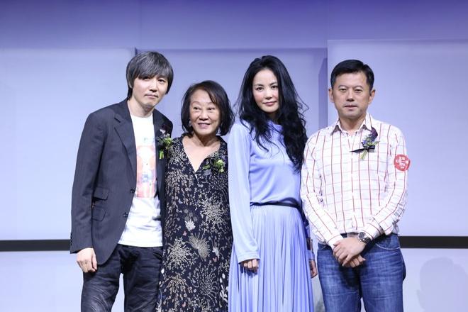 Vuong Phi bi la o vi ve show dien dat hon iPhone 7 hinh anh 3
