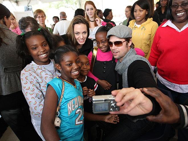 Angelina Jolie - Brad Pitt: 12 nam thien tinh su Hollywood hinh anh 14