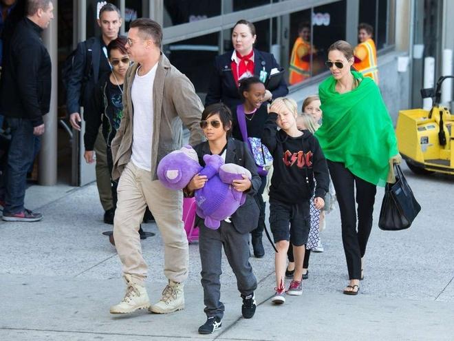Angelina Jolie - Brad Pitt: 12 nam thien tinh su Hollywood hinh anh 6