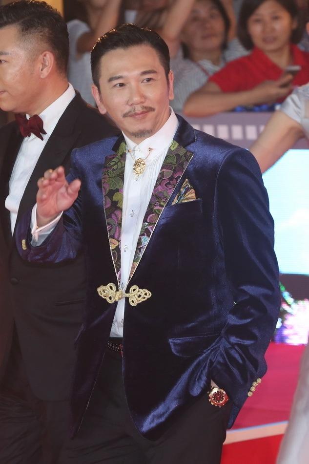 Angelababy duoc Huynh Hieu Minh thap tung tren tham do hinh anh 13