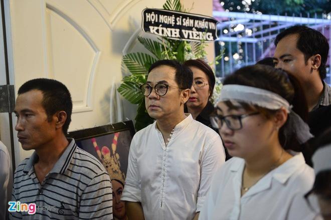 Nhieu nghe si den dua tien NSND Thanh Tong sang som nay hinh anh 2