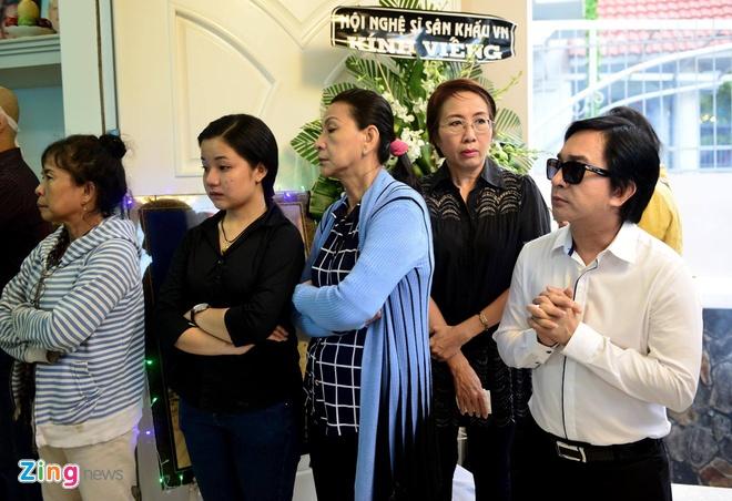 Nhieu nghe si den dua tien NSND Thanh Tong sang som nay hinh anh 6