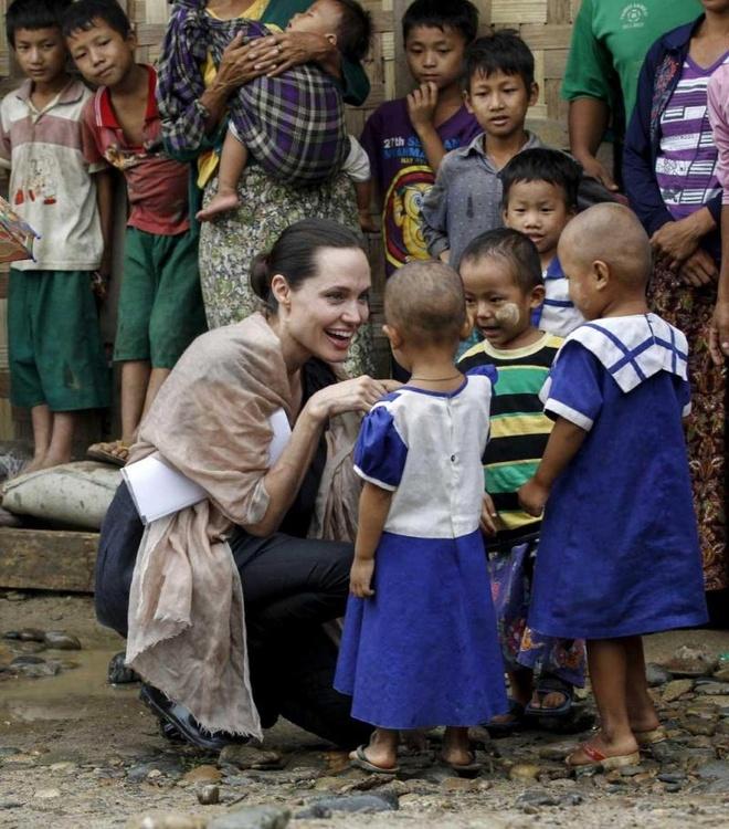 Brad Pitt va Angelina Jolie ly hon anh 3