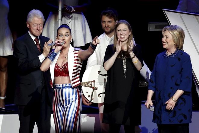 Katy Perry chia se anh khoa than ngam ung ho ba Hillary hinh anh 2