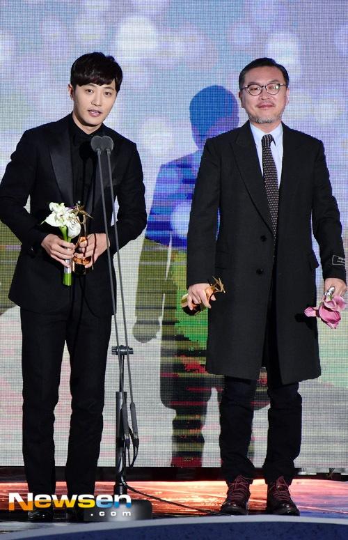 Song Joong Ki noi ve tin cuoi Song Hye Kyo khi nhan giai lon hinh anh 4