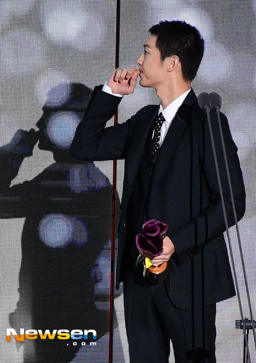Song Joong Ki noi ve tin cuoi Song Hye Kyo khi nhan giai lon hinh anh 2