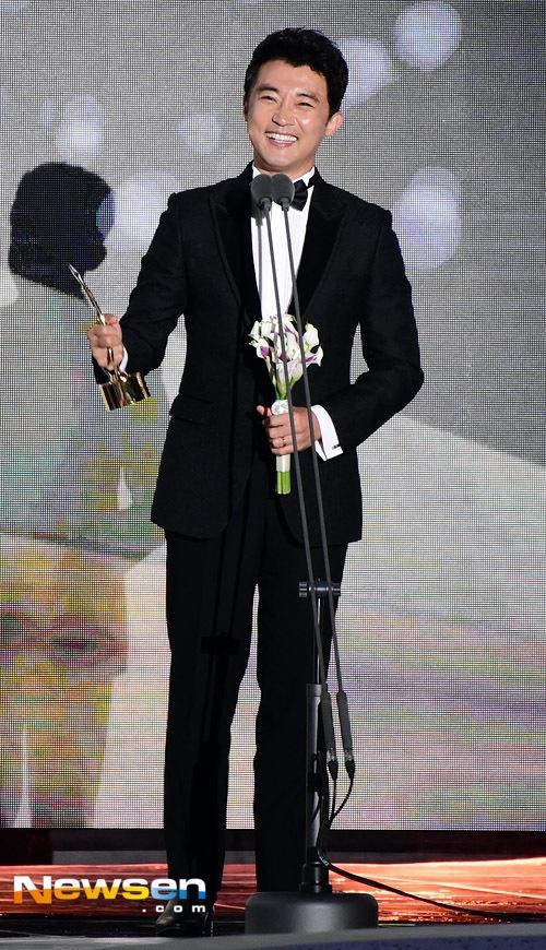 Song Joong Ki noi ve tin cuoi Song Hye Kyo khi nhan giai lon hinh anh 8