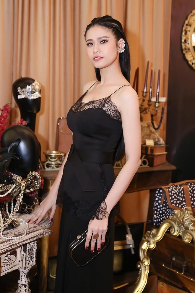 Ninh Duong Lan Ngoc va Truong Quynh Anh o su kien anh 1