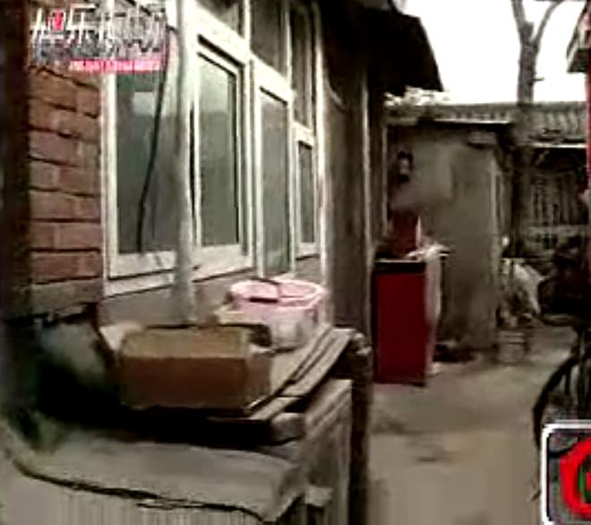 Anh trai Ly Lien Kiet song vat va trong ngoi nha lup xup hinh anh 1