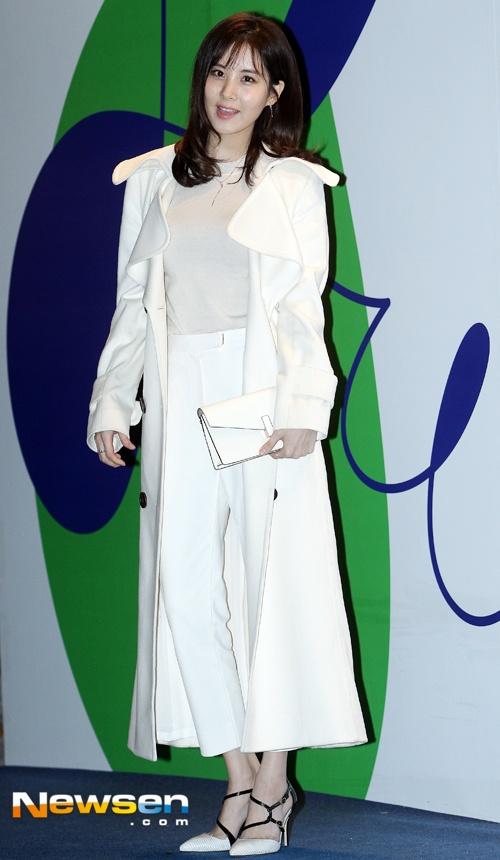 Sao Han chuong phong cach ca tinh o Seoul Fashion Week hinh anh 1