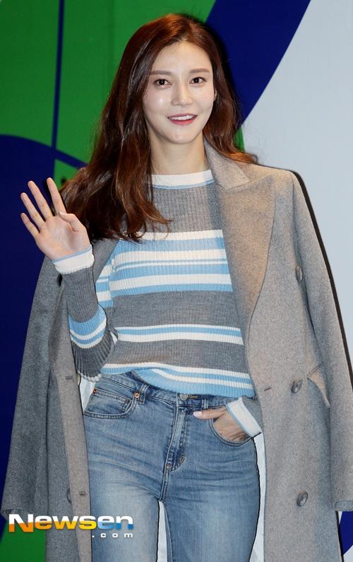 Sao Han chuong phong cach ca tinh o Seoul Fashion Week hinh anh 2
