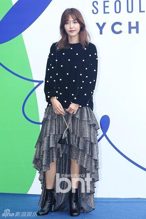 Sao Han chuong phong cach ca tinh o Seoul Fashion Week hinh anh 10