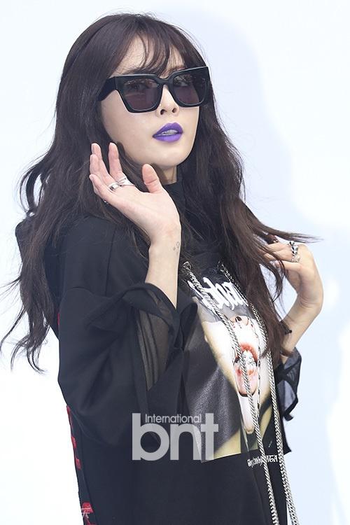 Sao Han chuong phong cach ca tinh o Seoul Fashion Week hinh anh 4