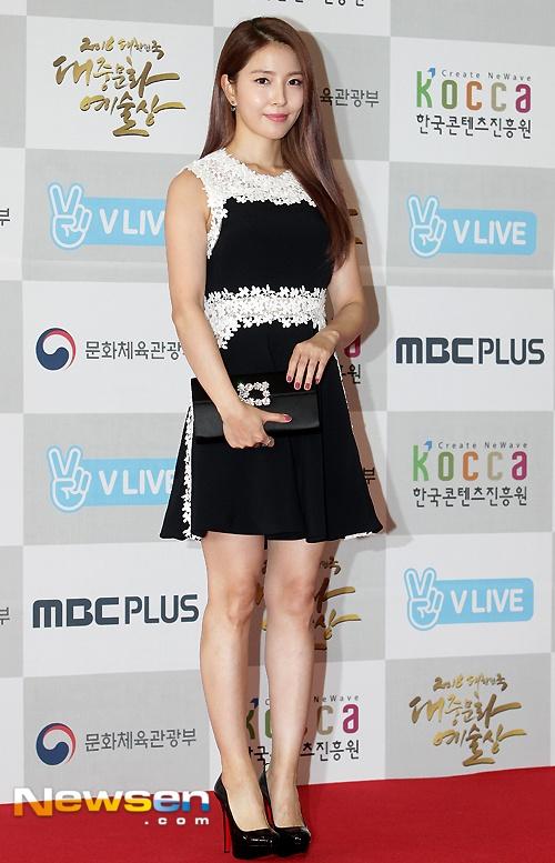 Song Hye Kyo, Song Joong Ki tinh cam tren san khau trao giai hinh anh 6