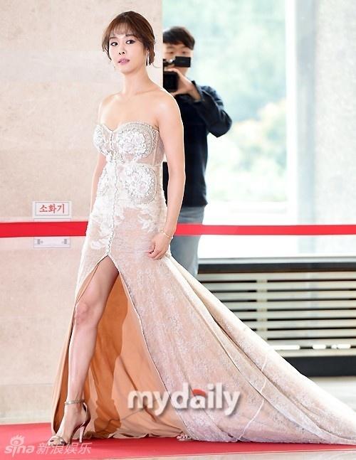 Song Hye Kyo, Song Joong Ki tinh cam tren san khau trao giai hinh anh 9