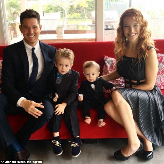 Con trai Michael Buble bi ung thu anh 1