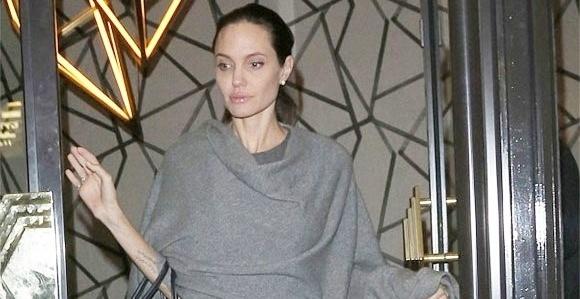 Angelina Jolie gay go, chi con 35 kg sau ly hon Brad Pitt hinh anh