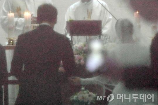 Anh hiem hoi cua Kim Tae Hee - Bi Rain trong le cuoi hinh anh 5