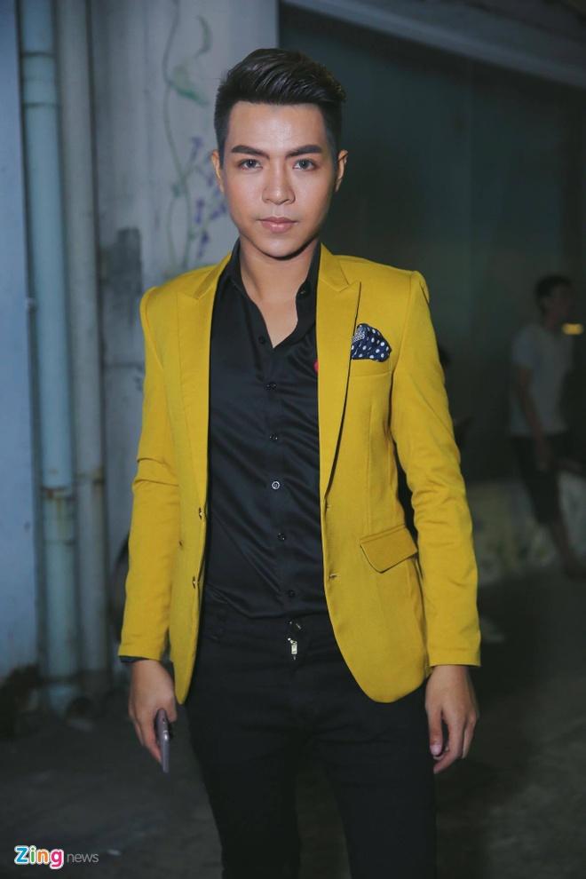 Son Tung gay chu y khi to son dam tren tham do Lan song xanh hinh anh 22