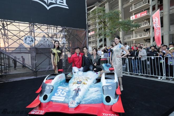 E-kip Thanh Long pha huy xe cua hoang tu Dubai va 70 sieu xe hinh anh 1