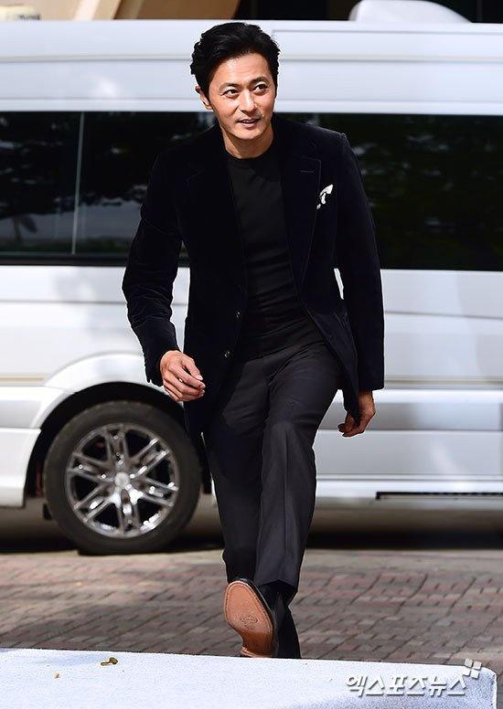 Vo Jang Dong Gun khoe dang thon tha hinh anh 5