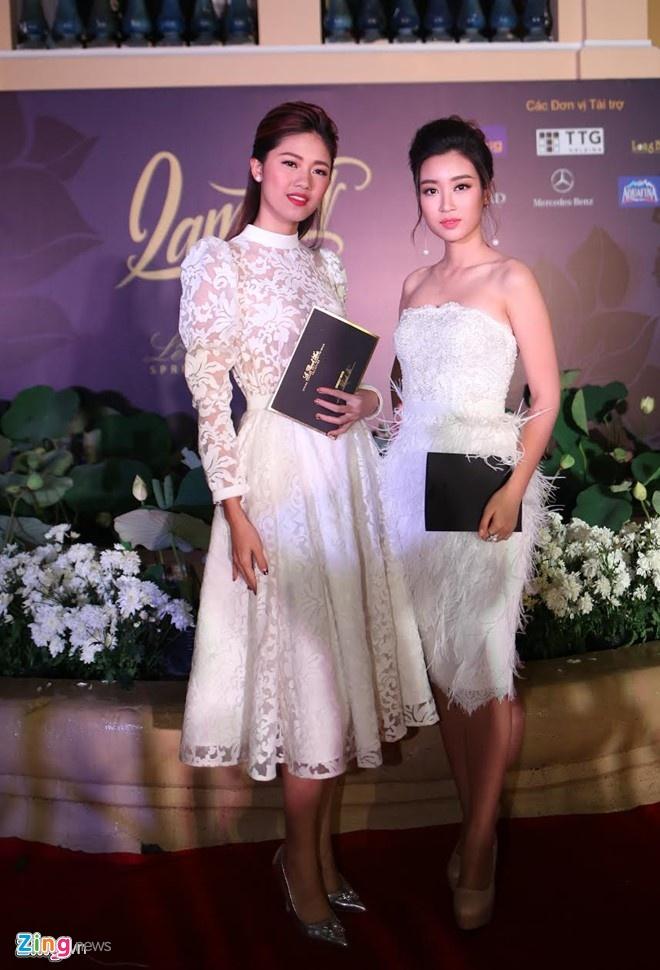 My nhan Viet mac goi cam tren tham do show thoi trang hinh anh 9
