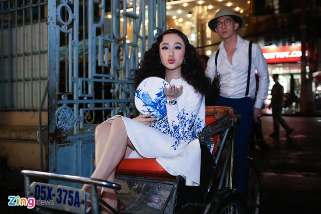 My nhan Viet mac goi cam tren tham do show thoi trang hinh anh 1