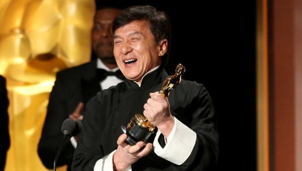 Thanh Long tu hao khi nhan giai Oscar sau nhieu lan tai nan hinh anh