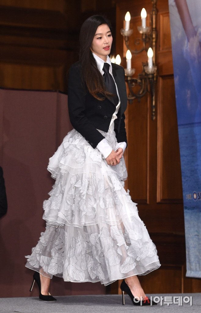 Jun Ji Hyun mac ruom ra ben Lee Min Ho hinh anh 2